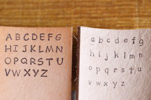 左:ゴシック3ミリ大文字/右:コミック3ミリ大文字